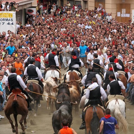 Bull and Horse droving fiesta in Segorbe (Castellón), festivity declared of International Tourist Interest / Ayuntamiento de Segorbe.
